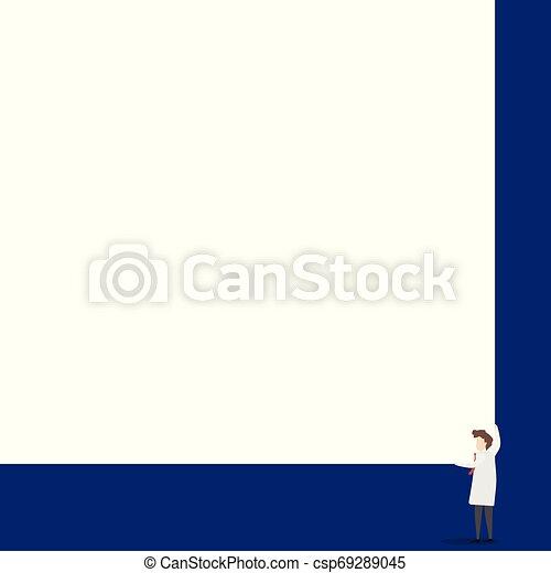 Los científicos mantienen una tabla cuadrada con sus dos manos. El hombre de pie se encarga de la gran tabla de presentación. Erudito mostrando al público nuevos inventos para ahorrar energía. - csp69289045
