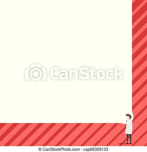 Los científicos mantienen una tabla cuadrada con sus dos manos. El hombre de pie se encarga de la gran tabla de presentación. Erudito mostrando al público nuevos inventos para ahorrar energía. - csp69309133