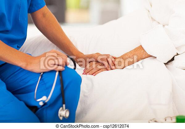 Doctor médico de último año - csp12612074
