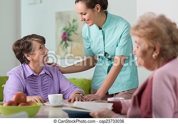 Enfermera a cargo - csp23733036